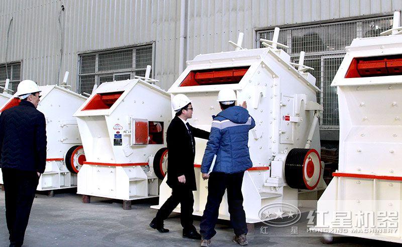 客户来厂参观购买红星可移动式1320反击破碎机