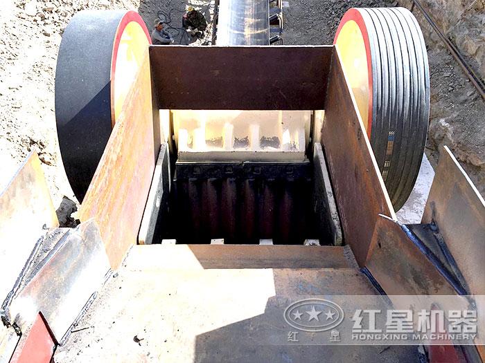 PE-870x1060颚式破碎机进料口