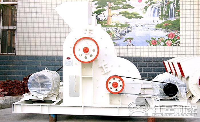厂区摆放的双极式破碎机
