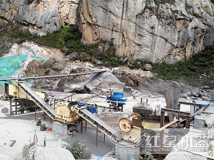 时产300吨的石灰石生产线现场