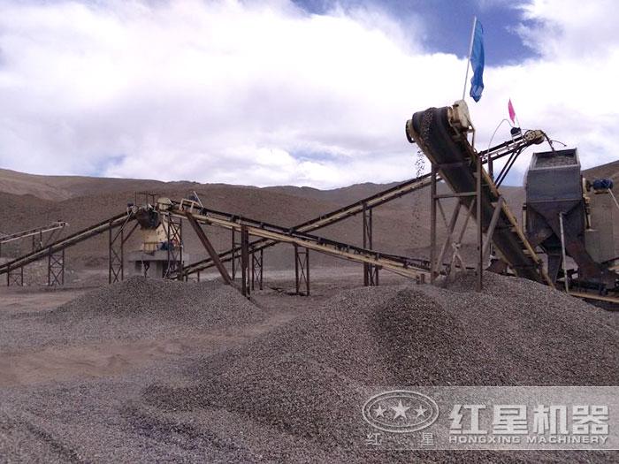 反击破碎机生产石子现场