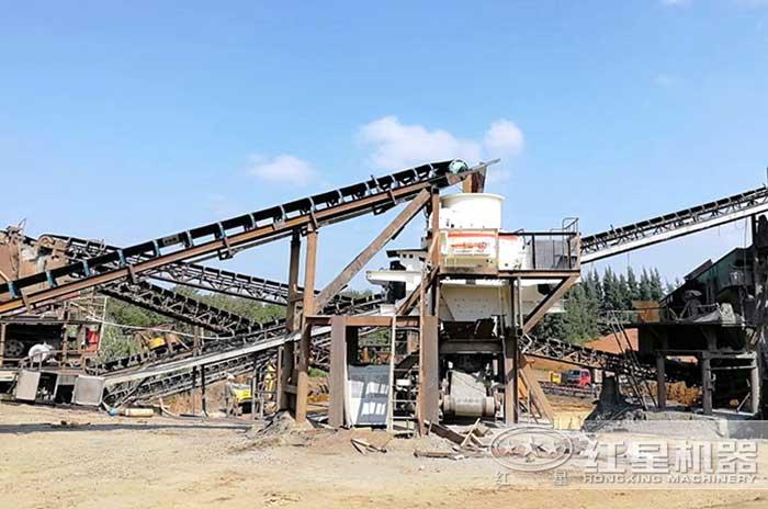 河卵石制砂生产线正在安装中