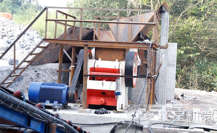 红星机器150x750颚式破碎机安装现场