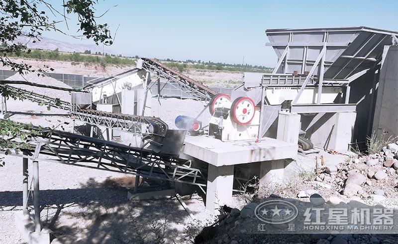 时产300吨的破碎制砂生产线中的颚式破碎机