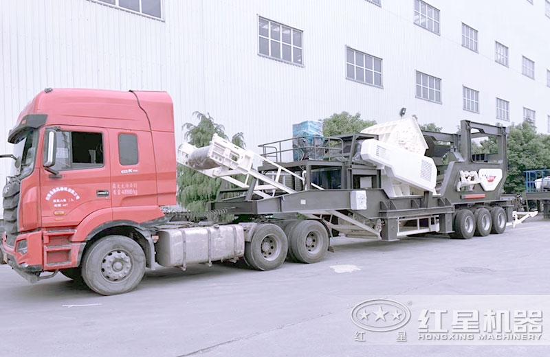 大型车载移动式粉石机车头牵引下行走自如
