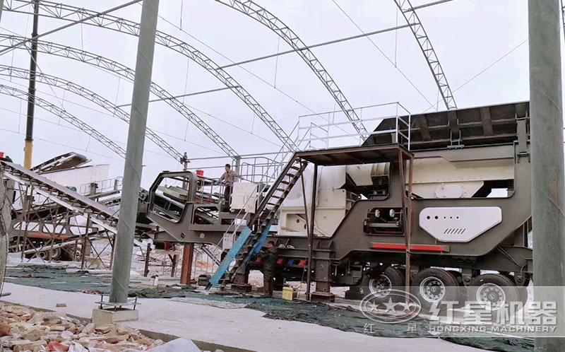 大型车载移动式粉石机用户投产现场