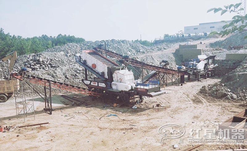 移动式的时产100吨的碎石生产线现场