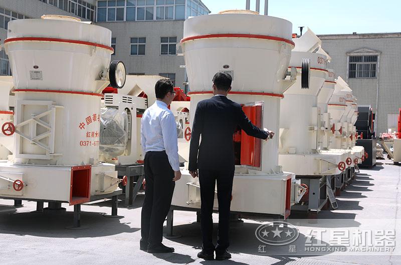 用户来厂参观雷蒙磨粉机