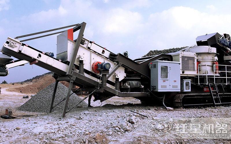 移动石料破碎机作业现场
