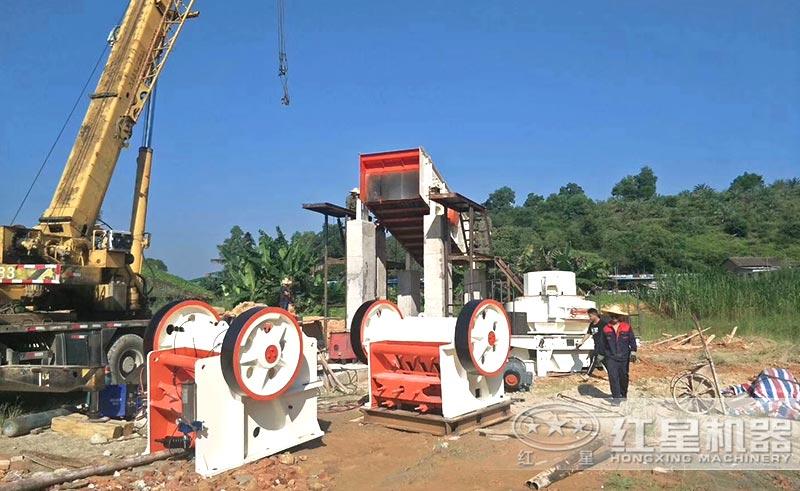 比较简单的时产200吨的人工砂石设备安装中
