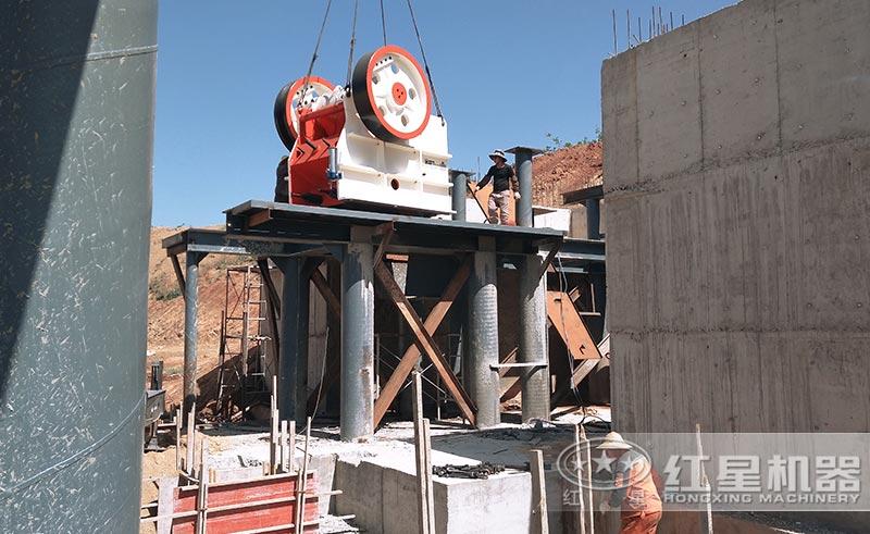 时产80吨小型砂石厂设备安装中