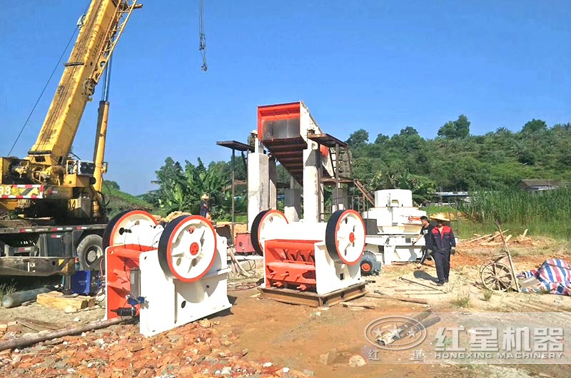 正在建设的碎石加工生产线