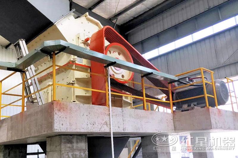 液压箱式细碎机生产现场