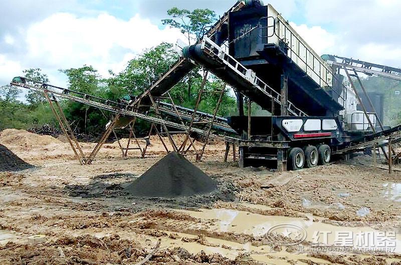 移动式破碎机破碎煤现场