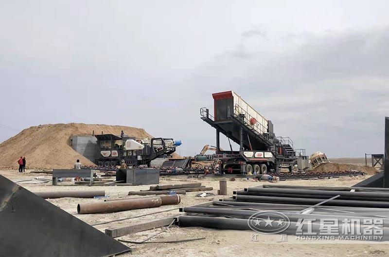 移动式破碎机处理铁矿石安装现场