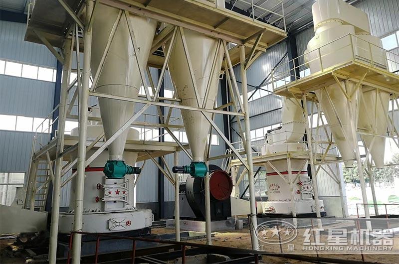 雷蒙磨粉机应用非金属矿石磨粉现场