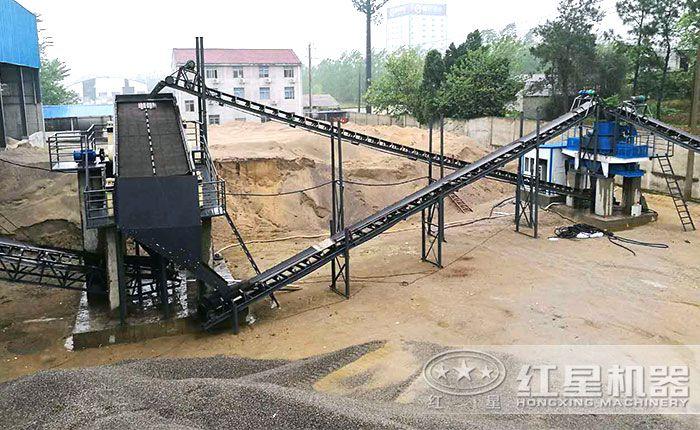 经过粉碎、制沙、洗沙石英砂生产工艺