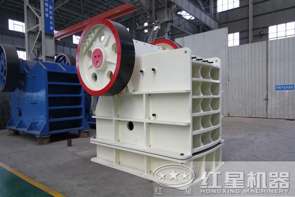 PE-1000×1200型时产400吨的颚式破碎机