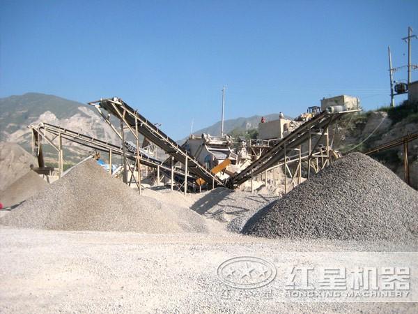 矿山石料设备现场作业图