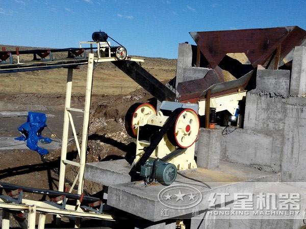 石英砂加工150型立式鄂式碎石机现场作业图
