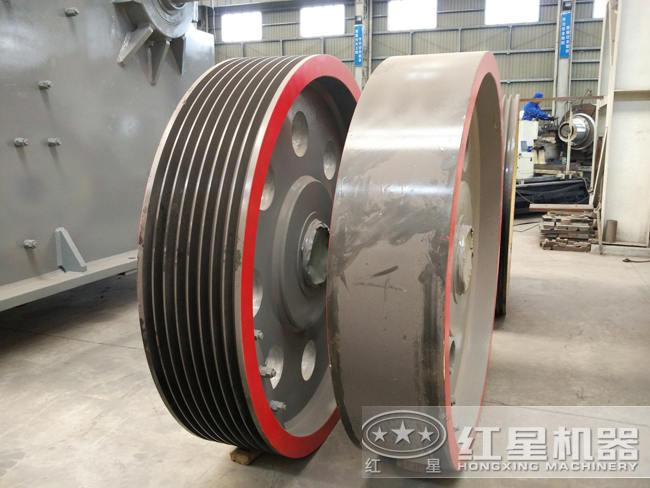 PE1200×1500颚式破碎机:皮带轮+配重轮