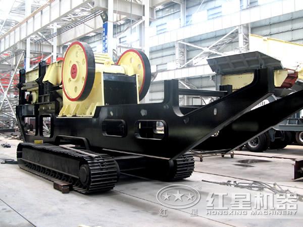 时产200吨履带式移动嗑石机厂区现场图