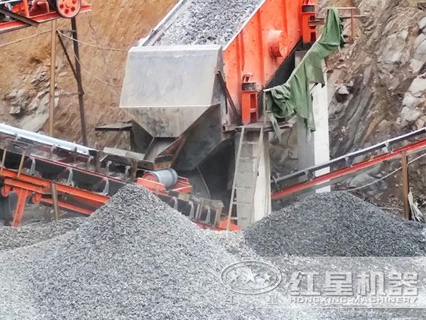 时产600吨石料生产线设备现场作业图