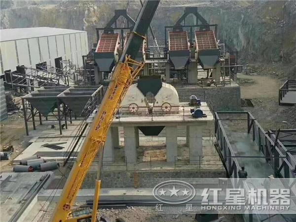每小时处理量300吨重锤破现场