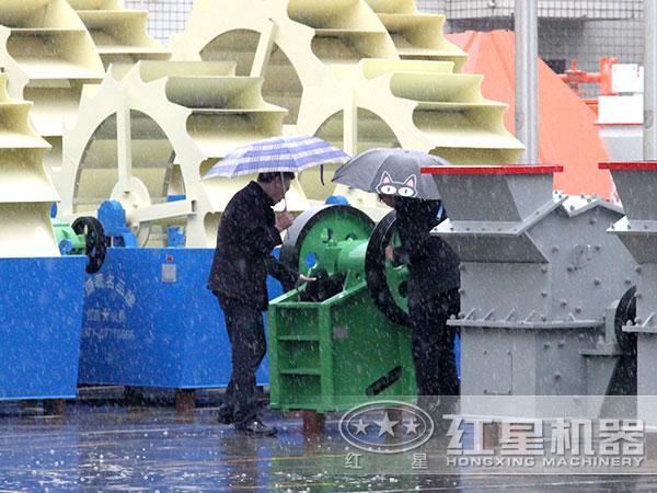 风化砂洗砂机用户来厂参观图