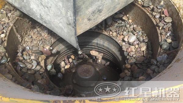 圆锥破碎机破碎河卵石