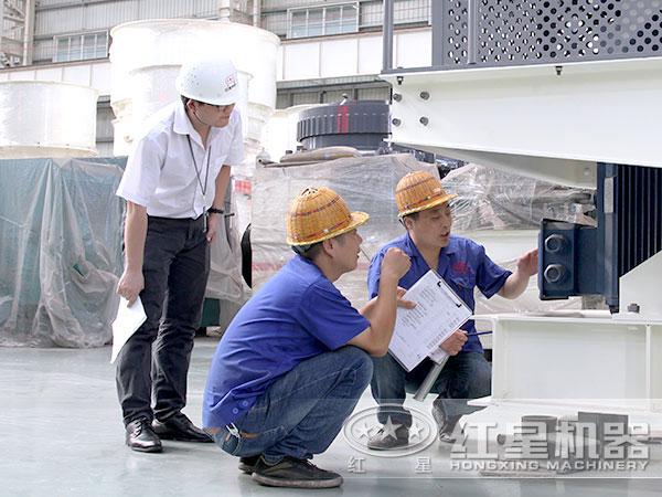技术人员探讨制砂机性能