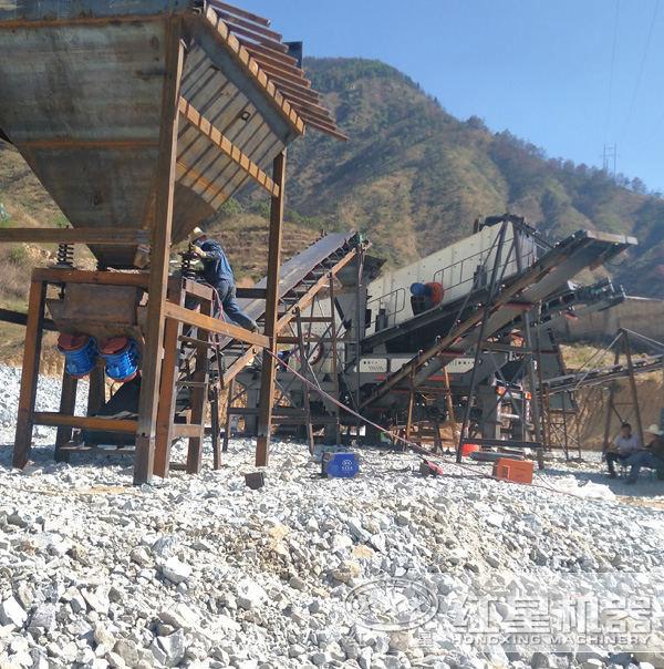 200多吨青石移动式碎石机现场