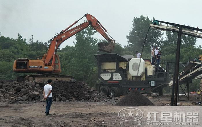 可移动石子破碎机用来破碎煤矸石