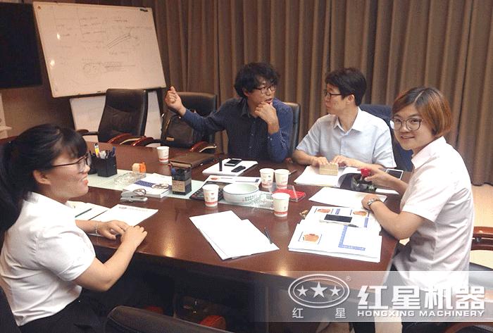 红星技术人员为用户设计生产方案