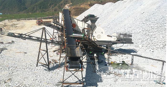 大型移动锤式打石子机施工现场