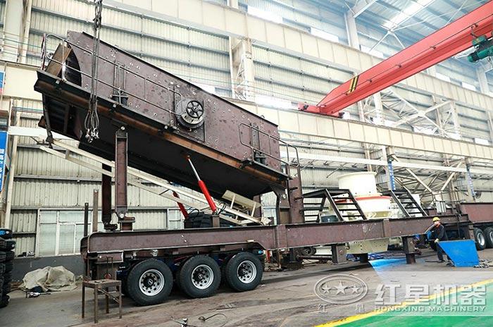 大型磨砂一体机搭载振动筛安装中