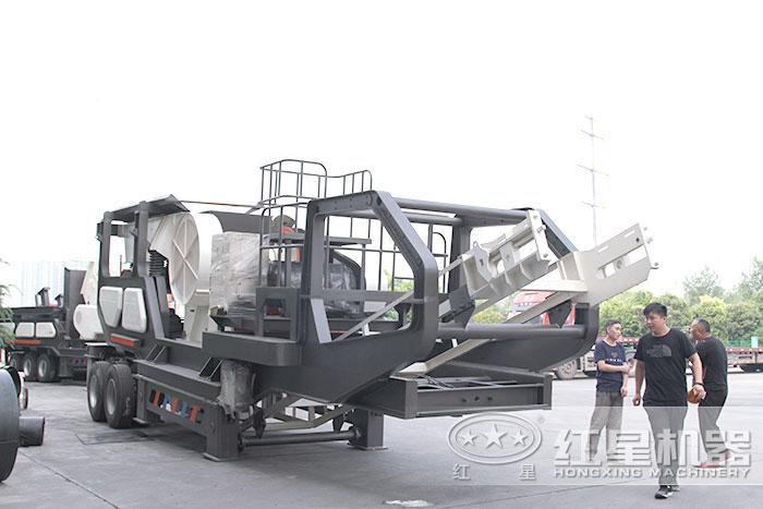 移动式粉碎机_移动式粉碎筛分车现货供应