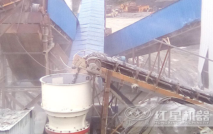 单缸圆锥破碎机施工作业现场