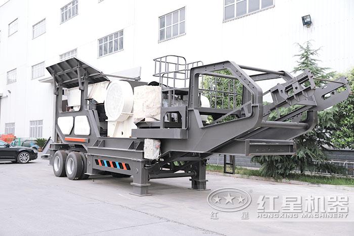 搭在鄂式破碎机的移动式煤矸石粉碎机