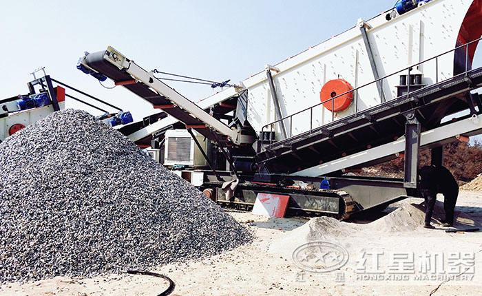 履带移动砂石料设备作业现场
