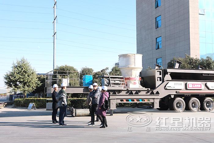 红星移动碎石设备用户到厂参观