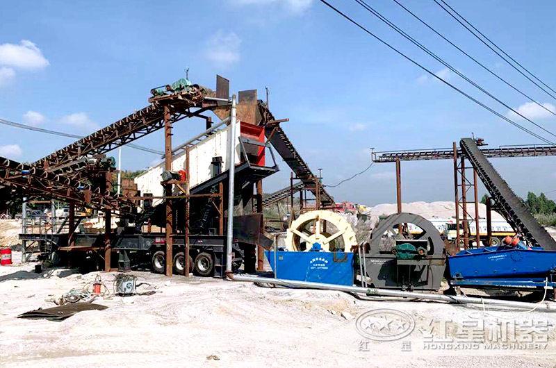移动制砂机与轮斗洗砂机配置成制沙洗沙生产线