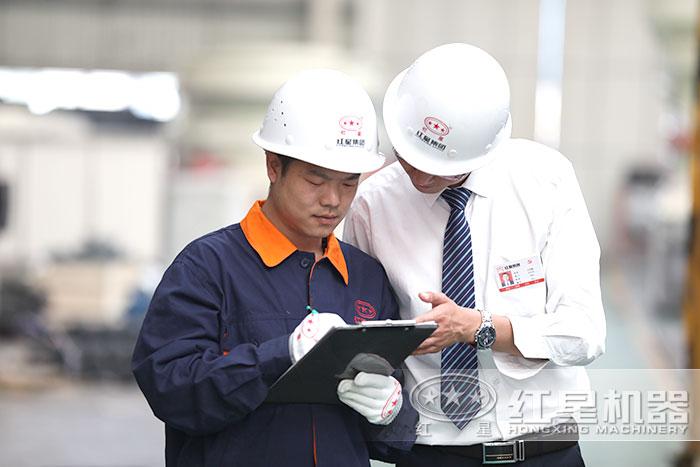 红星技术人员严格指导工人生产