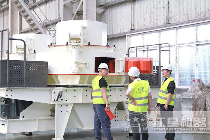 红星生产沙子的机器用户参观