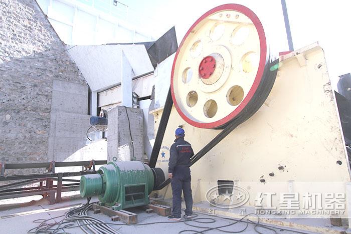 大型颚式破碎机用户安装现场