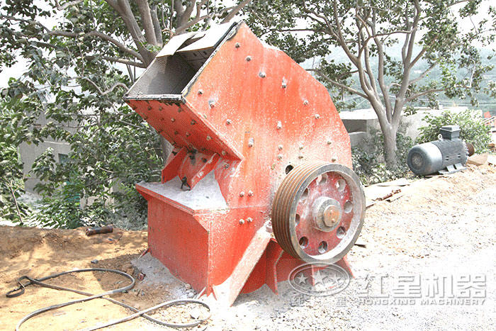 pc600×400锤式粉碎机施工现场