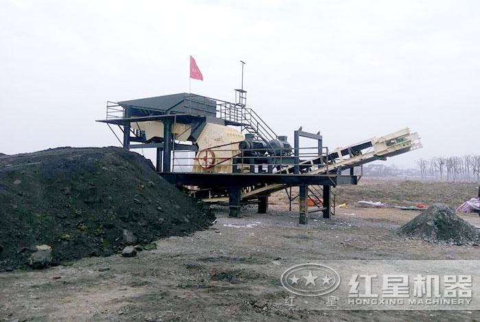 重锤式破碎粉碎煤炭作业现场