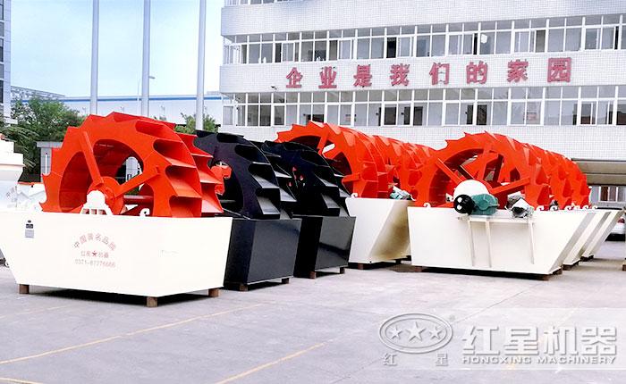 厂区整齐排放的洗砂机