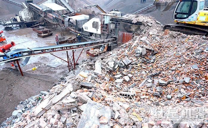 车载移动粉碎机处理建筑渣土施工作业现场