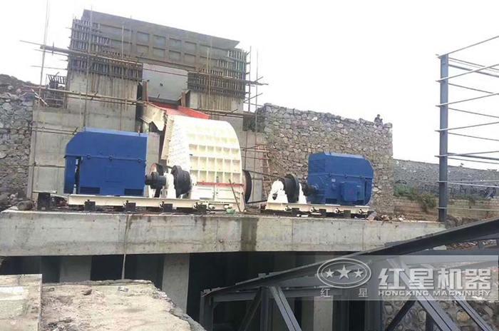 重锤式破碎机石灰石大型碎石生产线现场